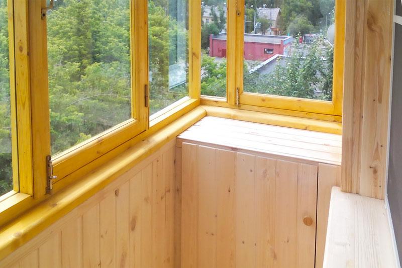 Деревянные рамы в остеклении балконов