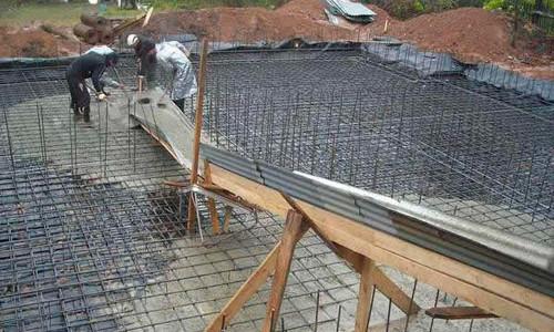 монолитная плита из железной арматуры и бетона